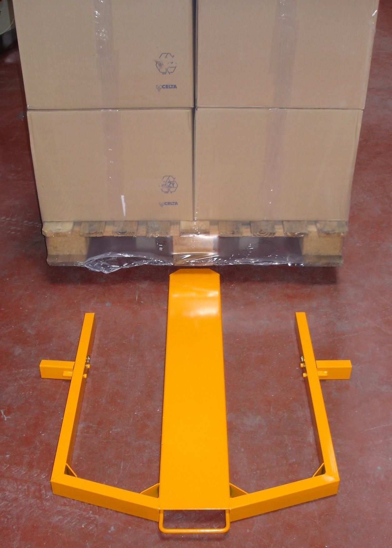 La réhausse de palette vous permet de faire passer la housse sous la palette pour un meilleur maintient de la charge.